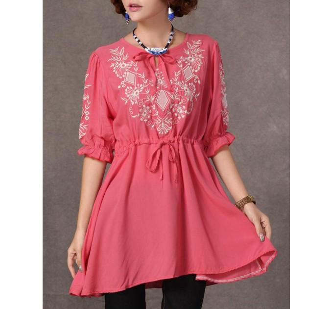 Вышитая розовая блузка