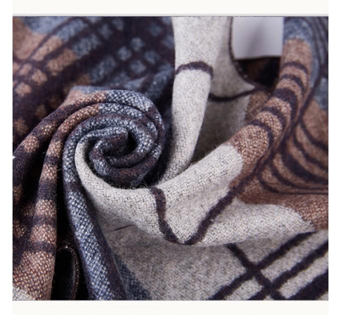 Чоловічий шарф під пальто
