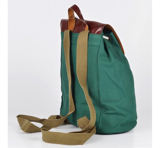 Помаранчевий рюкзак турист