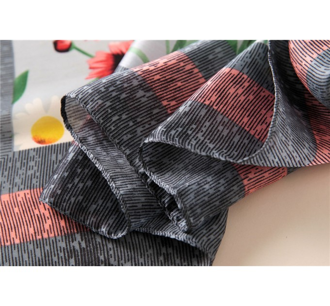 Шовковий шарфик сірий в ромашки