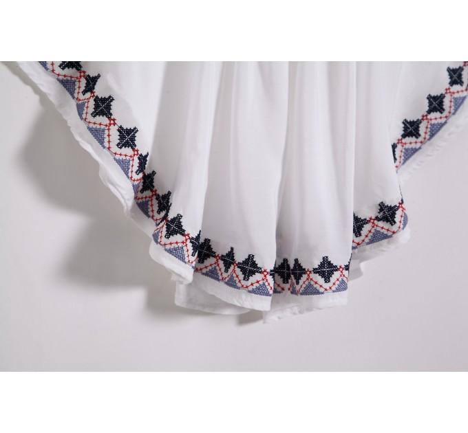 Блузка летучая мышь с вышивкой