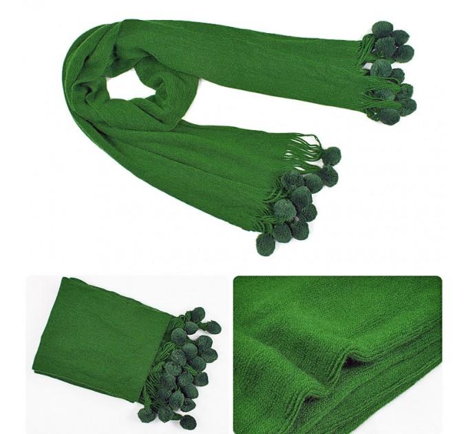 Шарф в'язаний зелений з помпонами