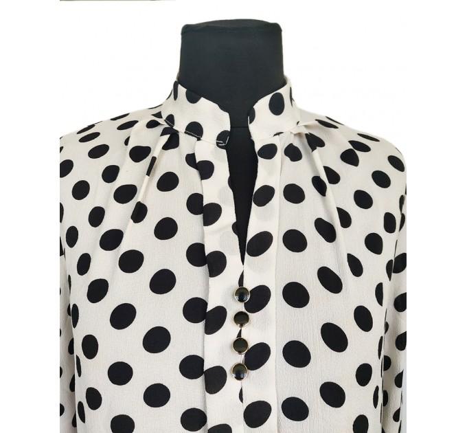 Блузка біла в горошок