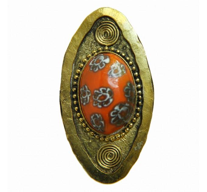 Женское большое кольцо с камнем