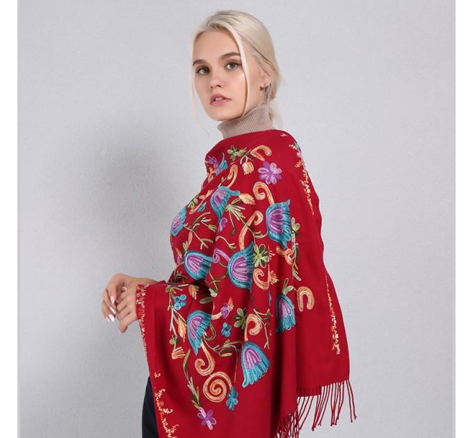 Палантин червоний з вишивкою тюльпан