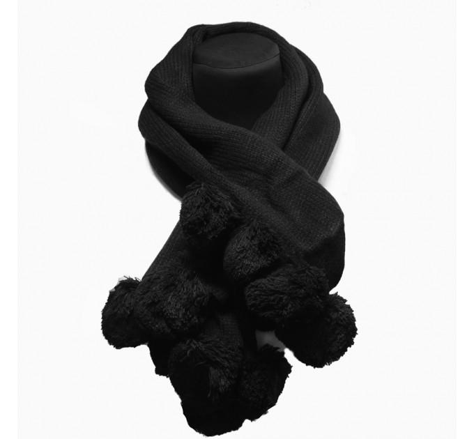 Шарф в'язаний чорний з помпонами