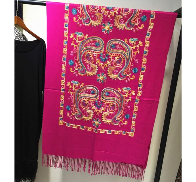 Кашеміровий шарф з вишивкою непальською