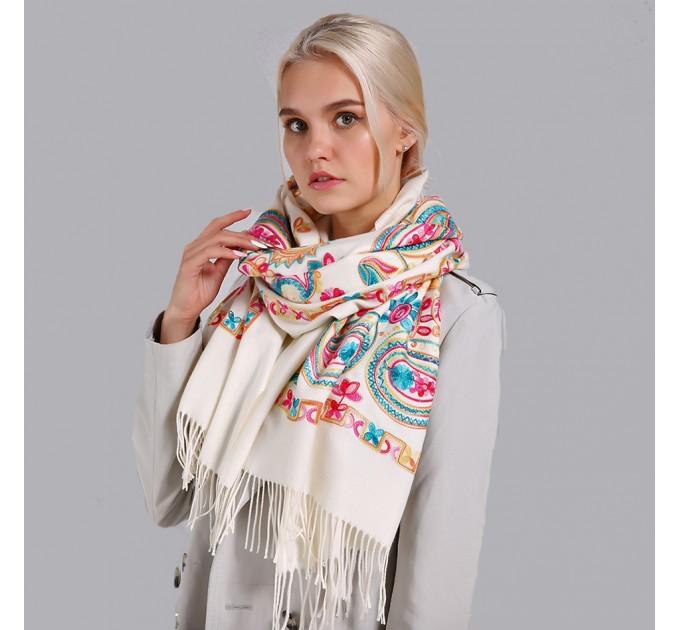 Палантин шарф вишитий білий