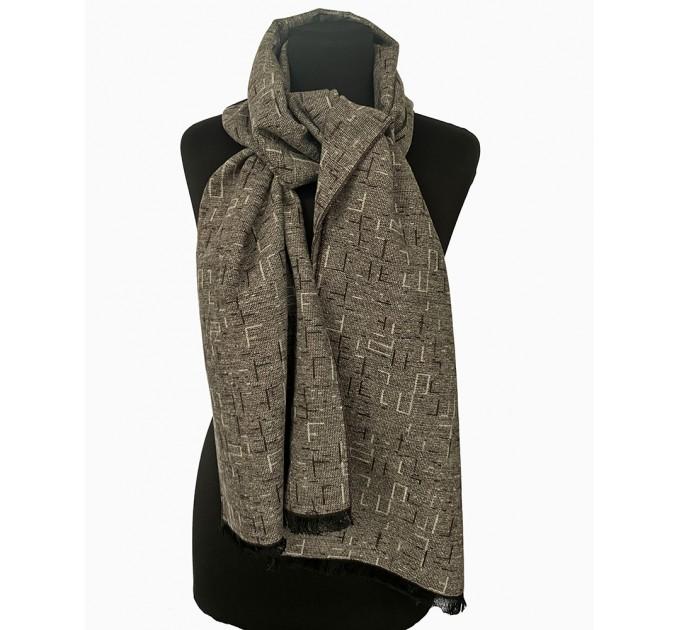 Вовняний шарф під пальто