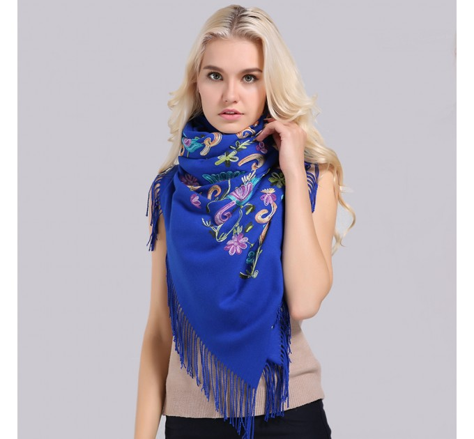 Палантин шарф синий вышитый