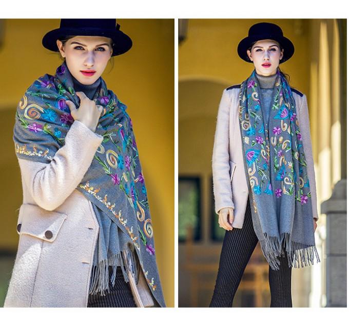 Палантин шарф сірий з вишивкою