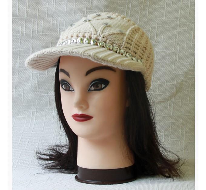 В'язана жіноча кепка