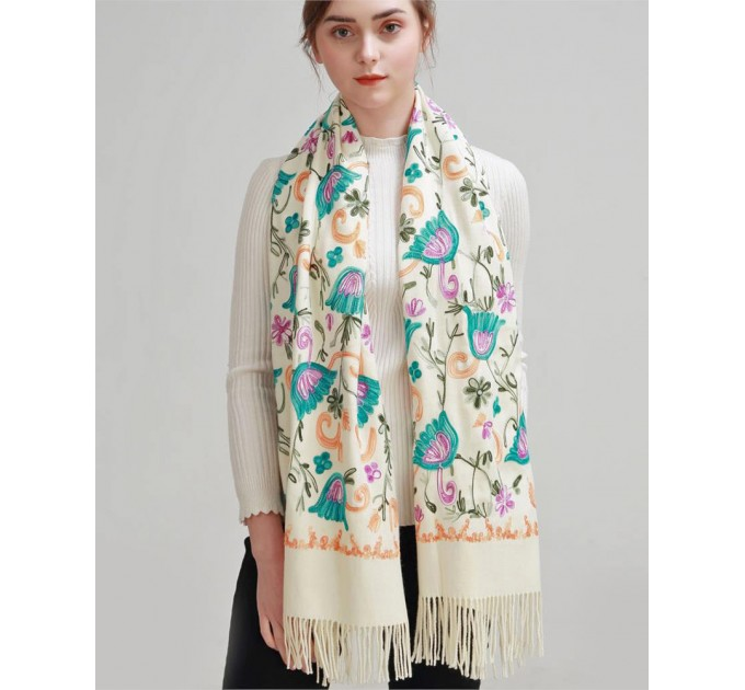 Палантин шарф білий вишитий