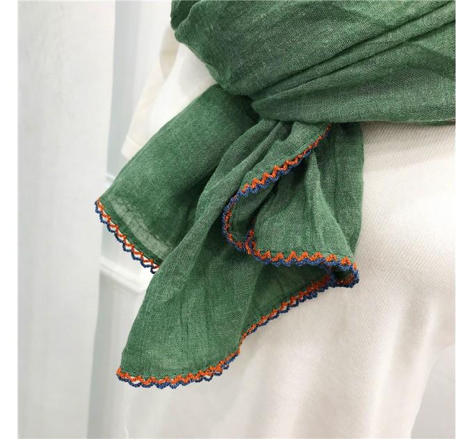 Шарф зелений з вишивкою