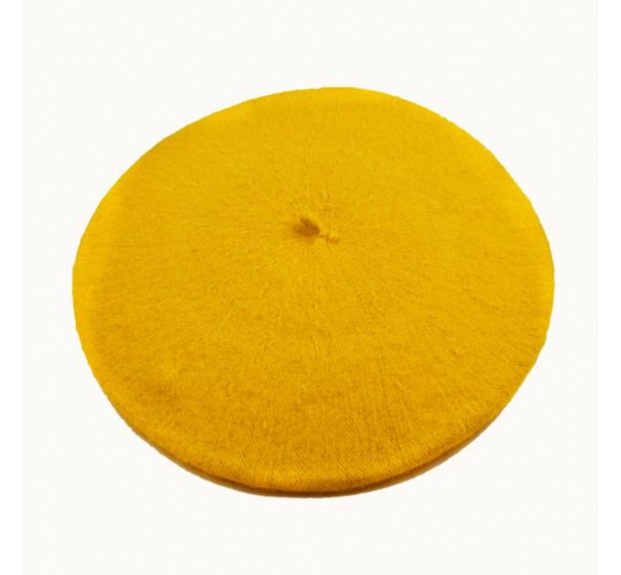 Жіночий берет жовтий