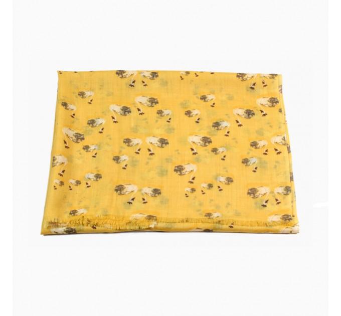Шарф вовняний жовтий з лебедями