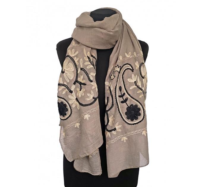 Жіночий шарф бежевий Пейслі