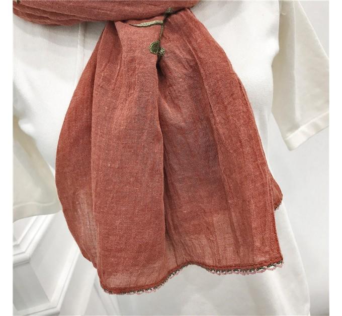 Шарф коричневий з вишивкою
