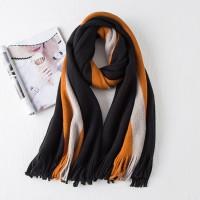Стильный вязаный шарф