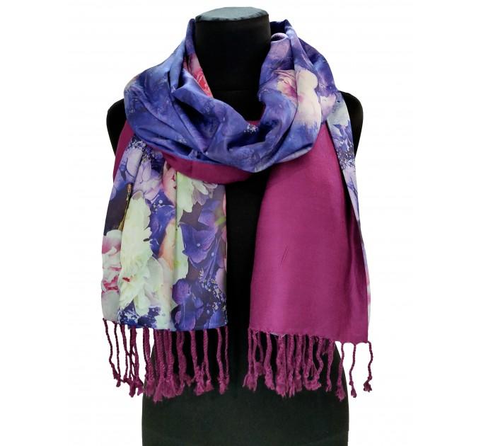 Шовковий шарф-палантин синій в квітковий принт
