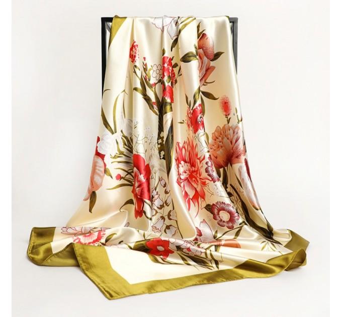 Атласний молочний хустку з квітами