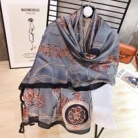 Сірий шарф хустку шовковий красивий