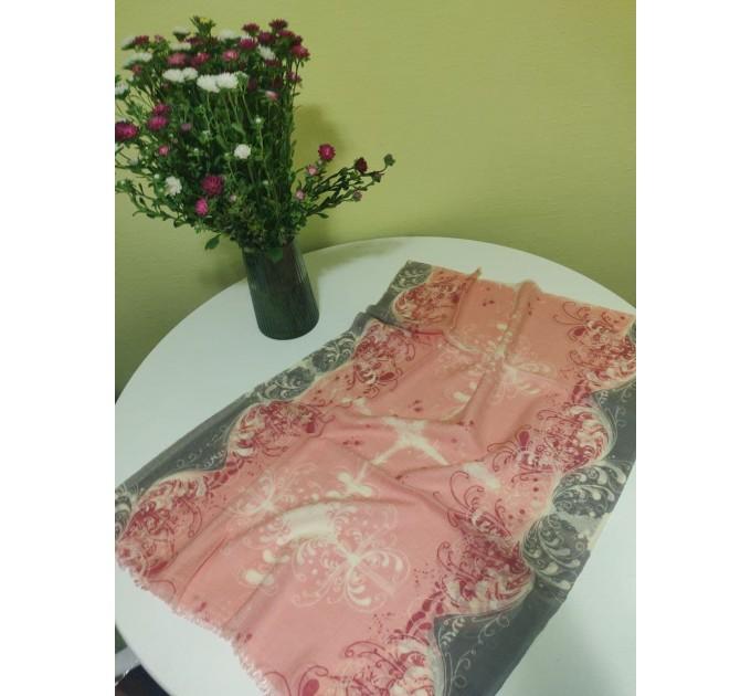 Шарф жіночий рожевий з сірим