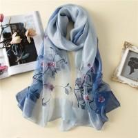 Жіночий шарф зельоний вишитий