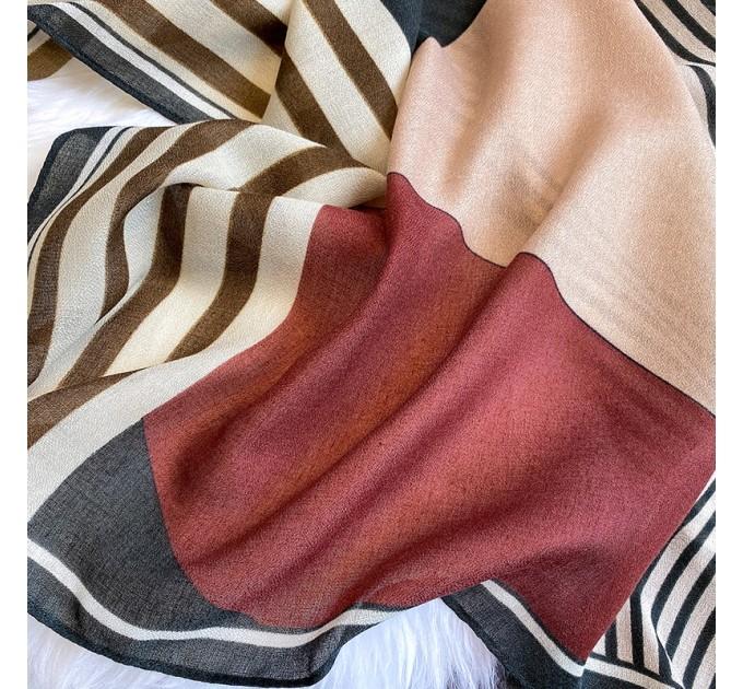 Жіночий шарф зі смужками